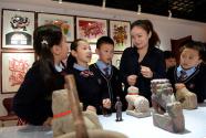 博物馆进小学,带着学生玩穿越