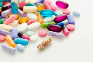 """进口药贵、代购药悬、国产药弱:为抗癌,自制药""""赌命""""?"""