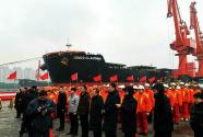 青岛港靠泊我国首艘20万吨级锰矿船