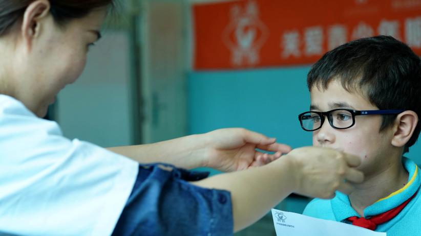 關愛青少年眼健康公益行動在喀什舉行