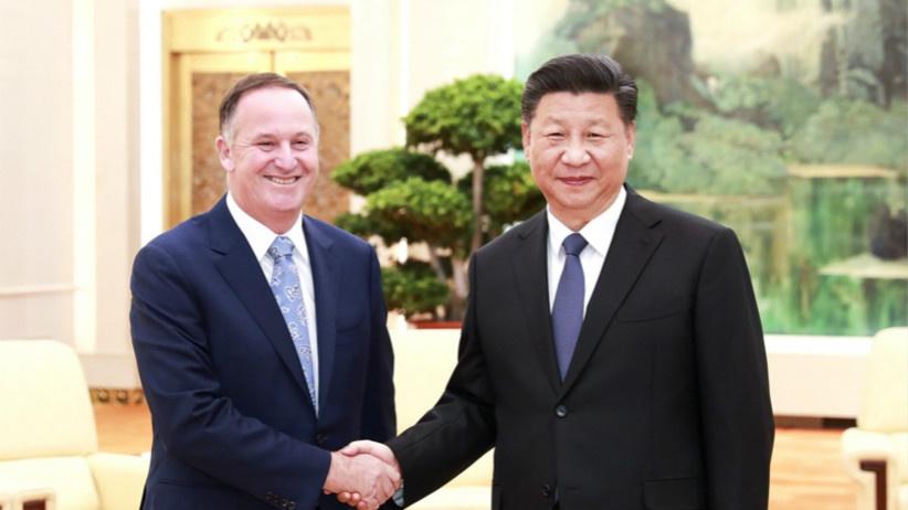 习近平会见新西兰前总理约翰·基