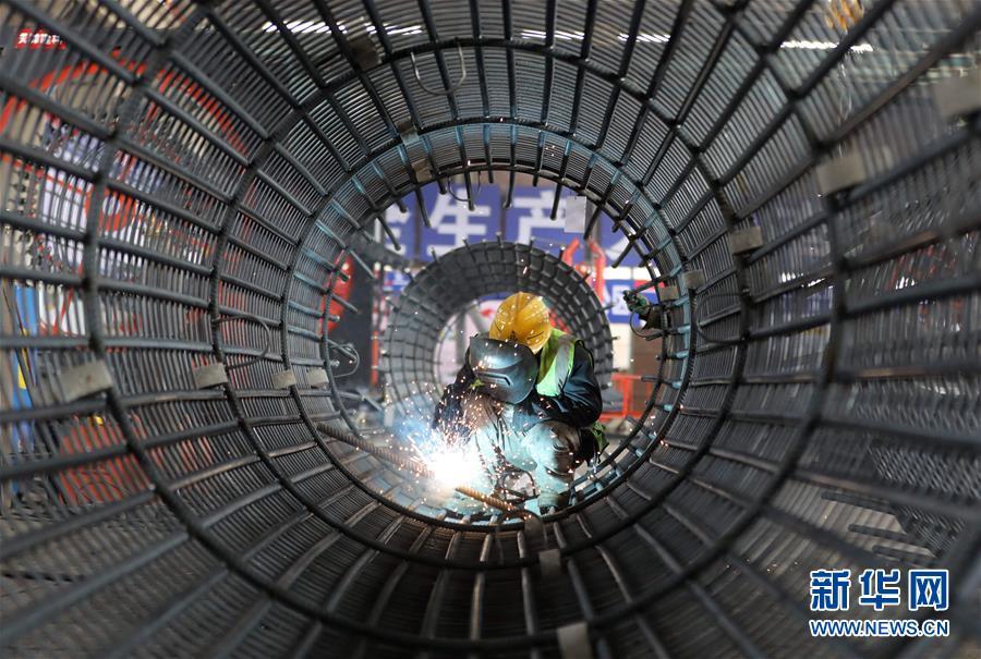 """(中国经济新观察·图文互动)(3)重大投资项目开复工提速 吹响中国经济复苏""""冲锋号"""""""