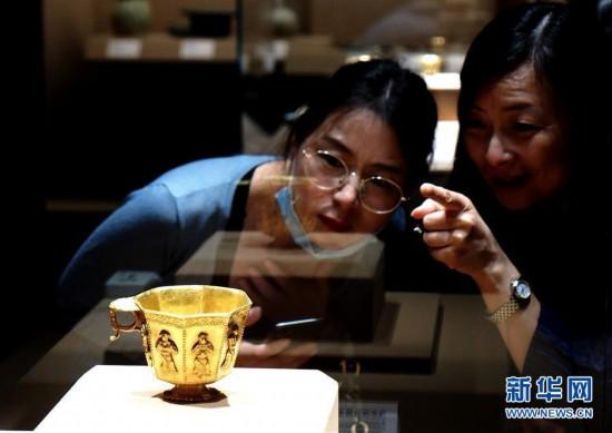 """(新华视界)(1)""""黑石号""""沉船出水珍品在上海展出"""
