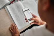 教育部:確保手機有限帶入校園、禁止帶入課堂