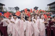 """國潮風起 中國年輕一代重拾""""華服""""文化"""