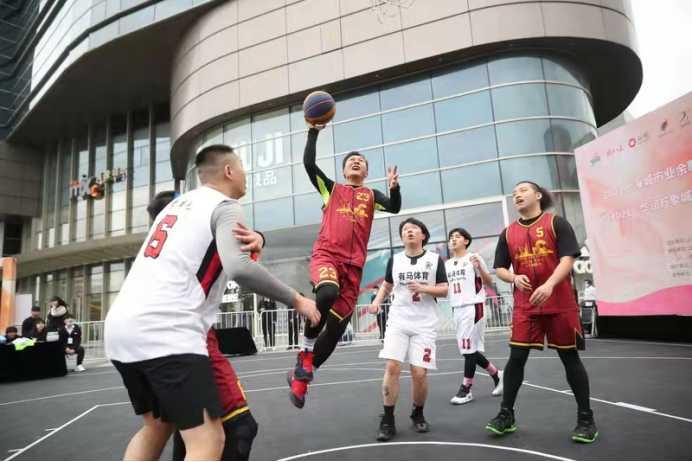 本届奥运会中国首枚奥运三人篮球奖牌得主来到康师傅 畅谈篮球新起点